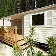 Ardeche-camping-Mobil-Home-huren-Camping-Le-Pommier-met-glijbanen