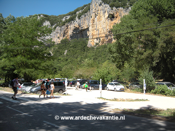 Parkeren-Zwemmen-Pont-dArc-Ardeche-Frankrijk